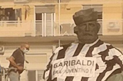"""""""Garibaldi juventino"""". Nuovo blitz sarcastico contro la statua"""